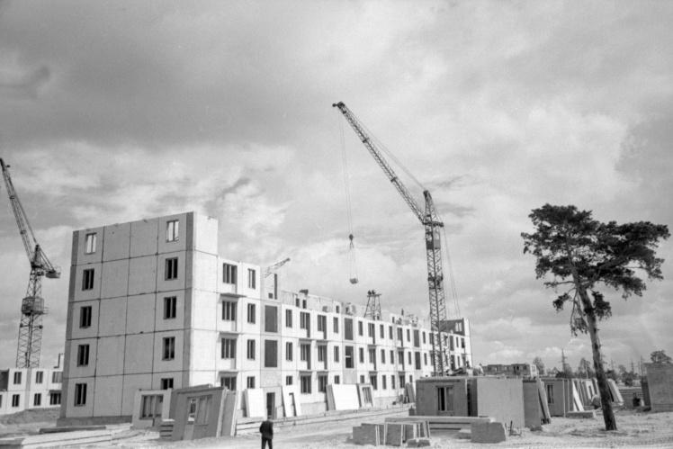 Строительство панельных домов на Ленинградской площади (сейчас Дарницкая площадь) в Киеве, сентябрь 1959 года.