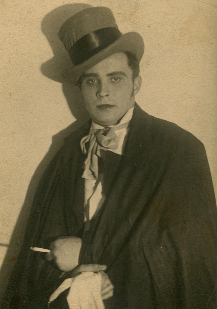 Віктор Пронічев у ролі свата в спектаклі «Одруження», Київ, 1930-ті роки.