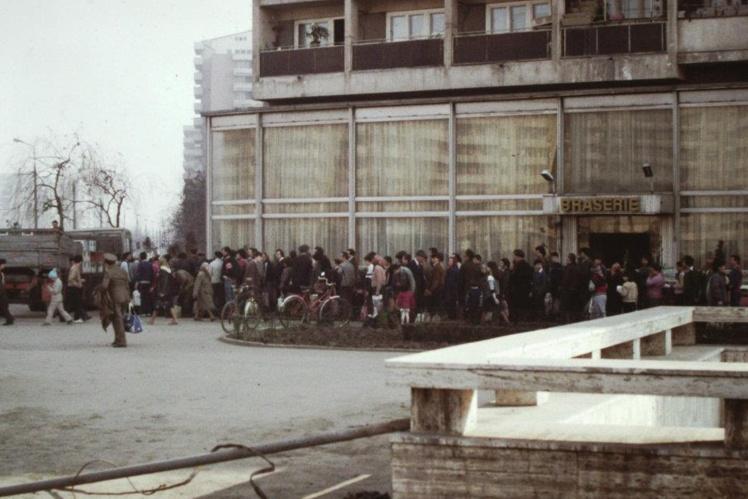 Черга за олією у Бухаресті, 1986 рік.