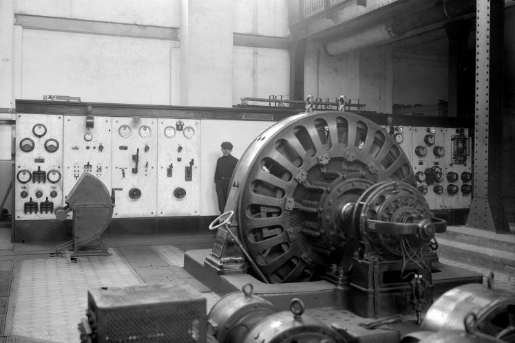 Турбина мощностью 4000 квт, установленная на электростанции Енакиевского металлургического завода, 1927 год.
