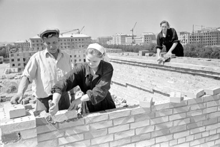 Строительство дома Первомайского жилого массива в Киеве, июнь 1959 года.