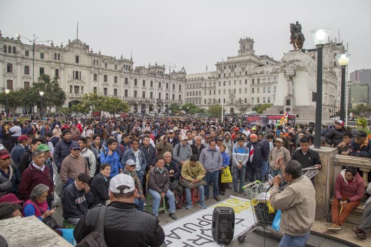 Демонстрація на підтримку президента Мартіна Віскарри і його рішення про розпуск Національного конгресу, Ліма, 3 жовтня 2019 року.