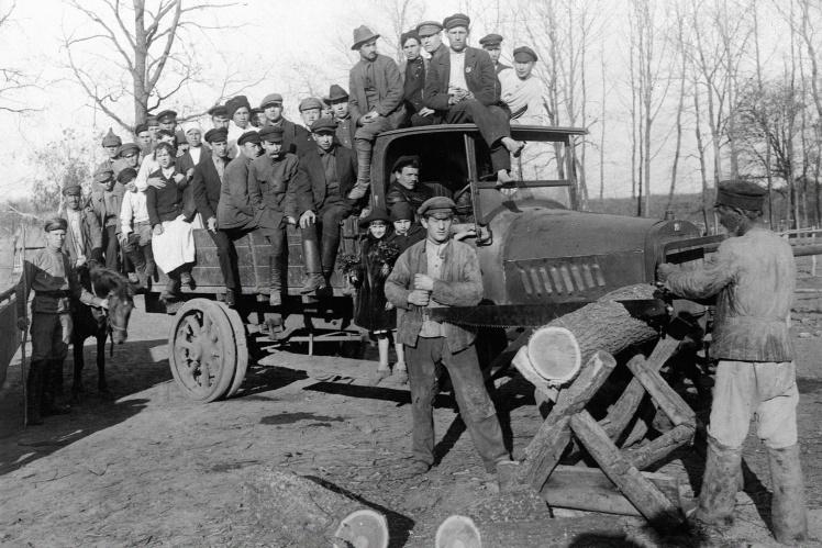 Участники Всеукраинского воскресника в Мелитополе, 1921 год.