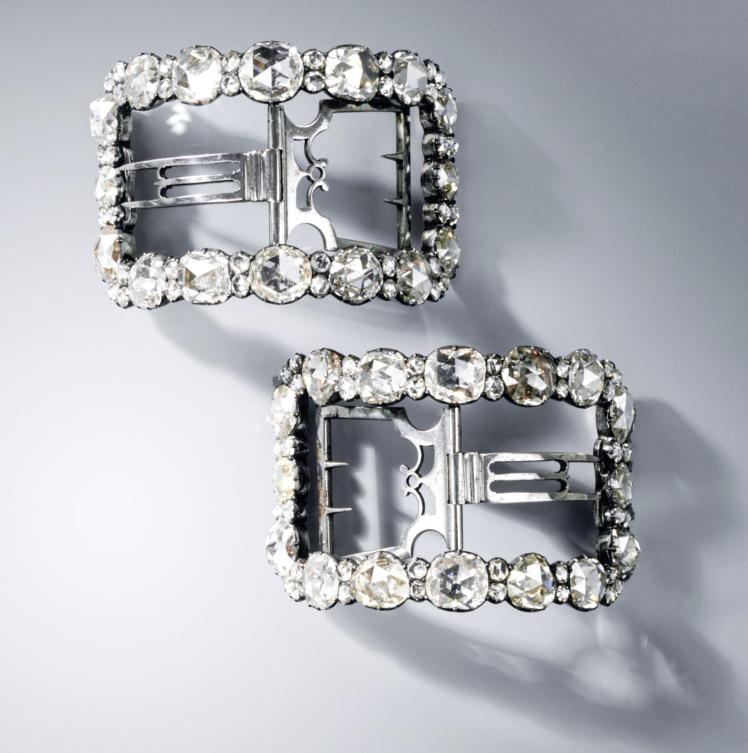 Пряжки для обуви с бриллиантами.