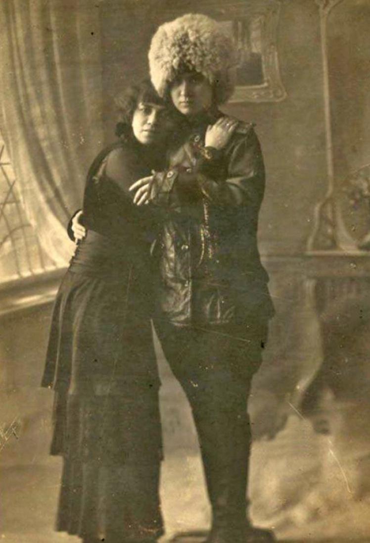 Лесбийская пара в Петрограде, фото 1916—1917 года.