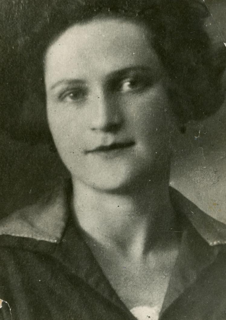 Діна Пронічева, Київ, кінець 1930-х років.