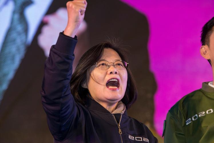 Президент Тайваня Цай Инвень во время избирательной кампании в начале 2020 года. В итоге она стала президентом на второй срок, а ее партия сохранила большинство в парламенте, 8 января 2020 года;