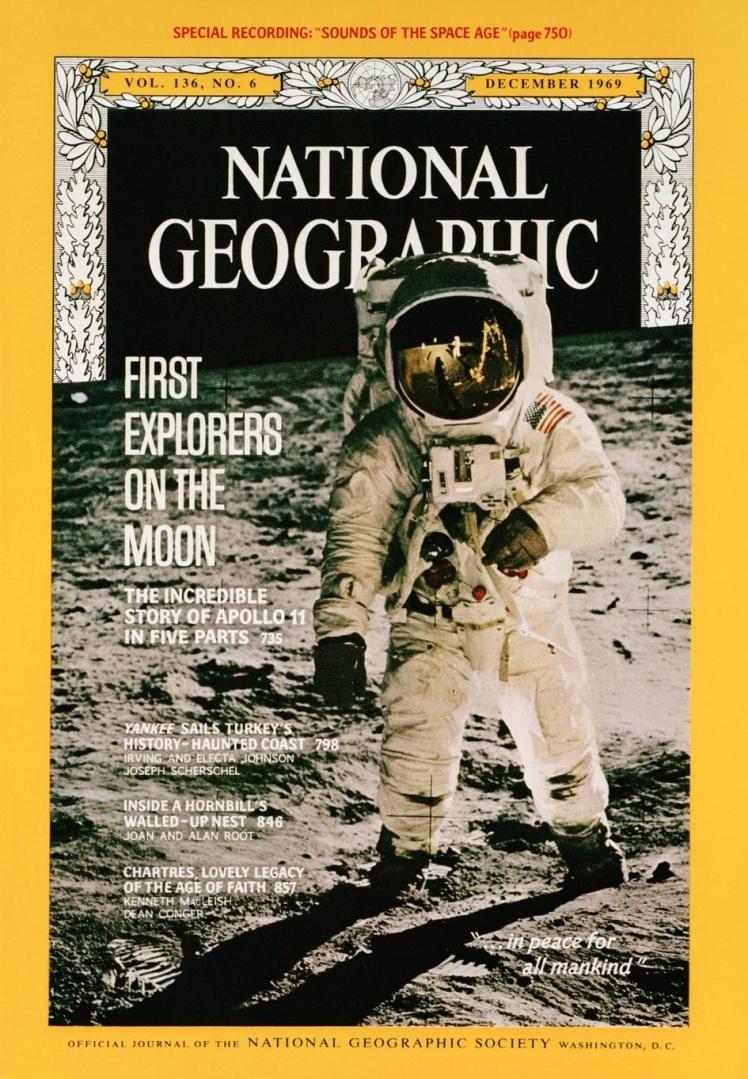 Грудень 1969 року. Обкладинка і центральний матеріал номера присвячені першій висадці людини на Місяць у 1969 році.