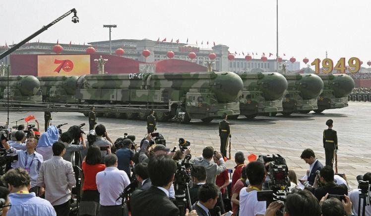 Dongfeng 41 — міжконтинентальна балістична ракета, здатна нести ядерну зброю, під час військового параду в Пекіні 1 жовтня 2019 року.