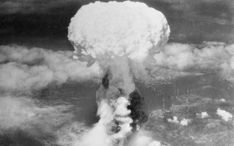 «Ядерний гриб» над Нагасакі, 9 серпня 1945 року США скинули на місто атомну бомбу «Товстун».