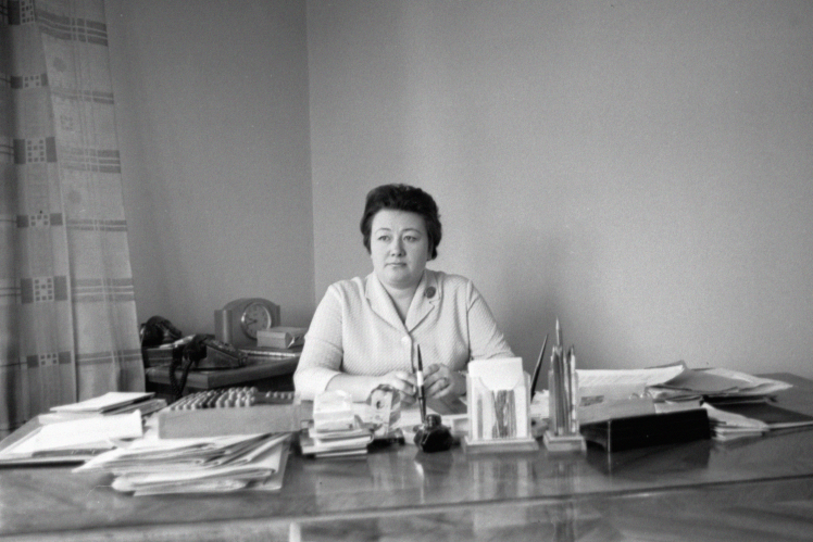 Секретар Подільського райкому КПУ МазуренкоГ.І. в робочому кабінеті, Київ, квітень 1971 року.