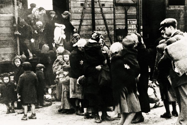 Прибуття угорських євреїв в Аушвіц-Біркенау, розташований в окупованій німцями Польщі, червень 1944 року.