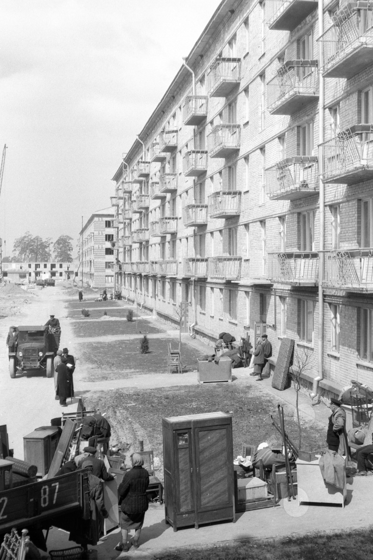 Новоселы переезжают в новые квартиры на Дарнице, апрель 1959 года.