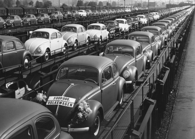 Важливу роль у тогочасному економічному підйомі ФРН відіграли автомобілі Volkswagen Beetle. Їх активно купували в усьому світу, цінуючи за надійність і доступність. Завдяки рекламникам модель отримала прізвисько «хороший німець».