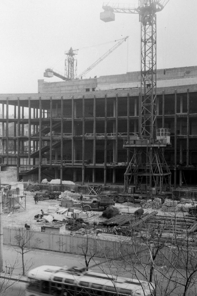 Будівництво нового кіноконцертного залу в Києві, листопад 1968 року.