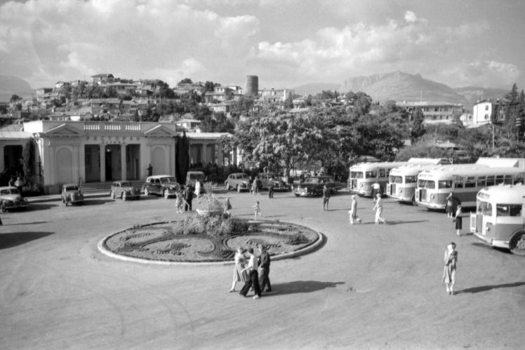 Вид автобусной станции в Алуште, 1957 год.