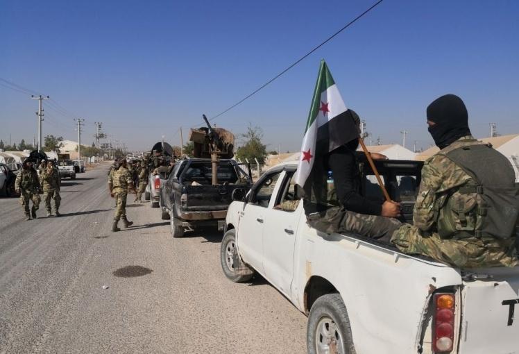 Члены Сирийской национальной армии (SNA) готовятся войти на территорию к востоку от реки Евфрат на севере Сирии в рамках турецкой операции «Весна мира», 10 октября 2019 года, Шанлыурфа.