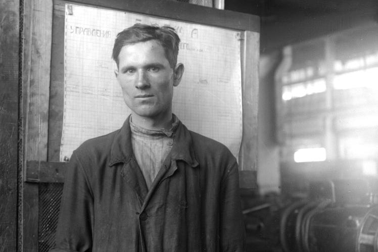 Ударник Харківського заводу сільгоспмашин «Серп і молот» Фуніков, 1932 рік.