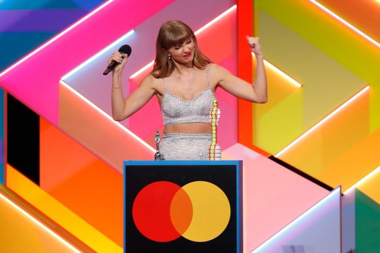 Тейлор Свіфт отримує нагороду Global Icon  на BRIT Award, 11 травня 2021 року, Лондон, Англія.