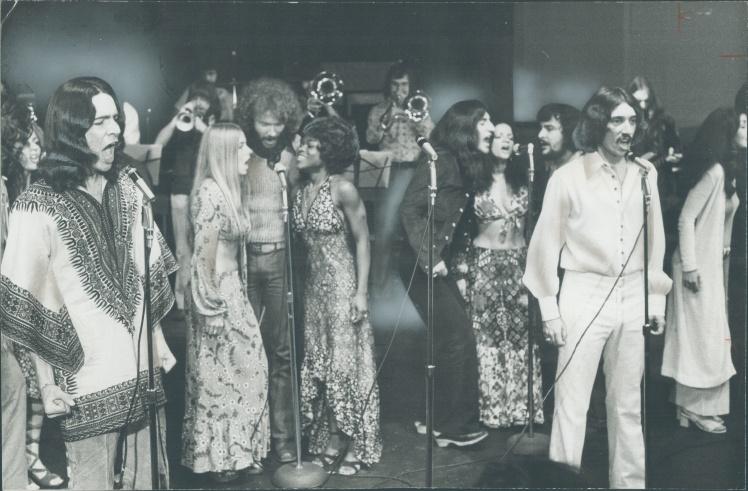 Члени Національної рок-оперної трупи Канади співають уривки з рок-опери «Ісус Христос — суперзірка», липень 1971 року.