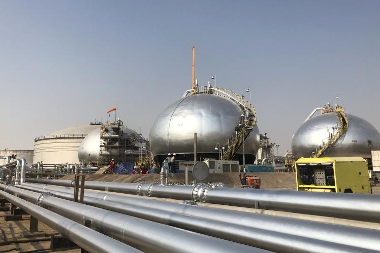 Трубопроводи на підприємстві з переробки сирої нафти найбільшої держкомпанії Saudi Aramco в Саудівській Аравії, 12 жовтня 2019 року.