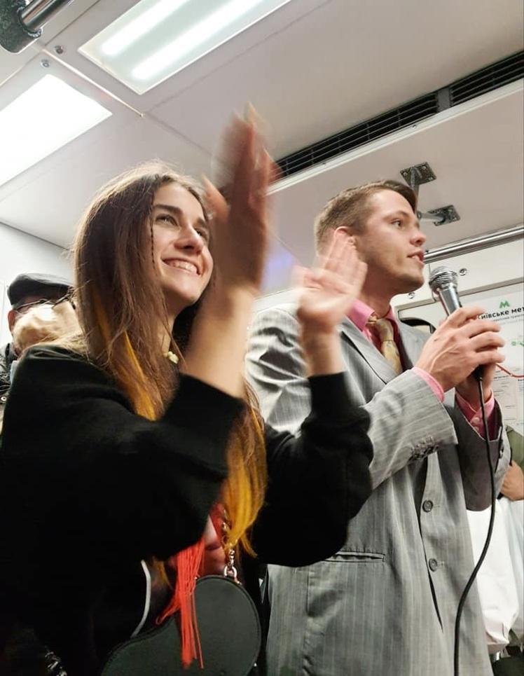 Участие в перформансе приняли певица Jerry Heil и блогер Антон Шкуратов.