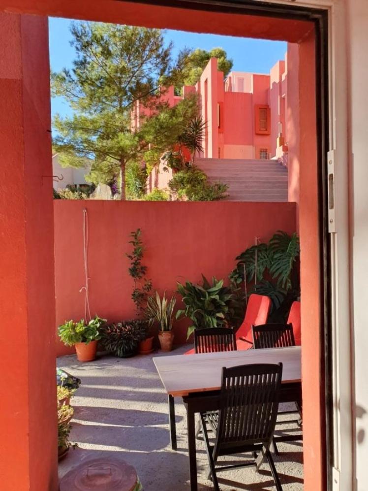 Жилой комплекс La Muralla Roja.