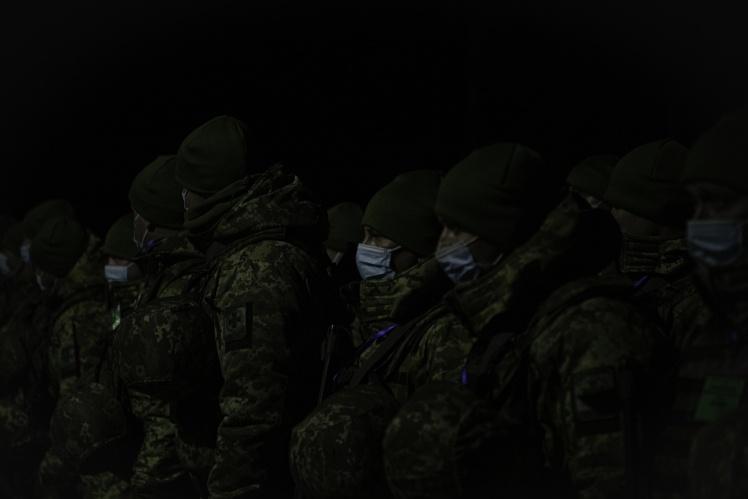 Військові під час відкриття КПВВ «Щастя» в Луганській області, листопад 2020 року.