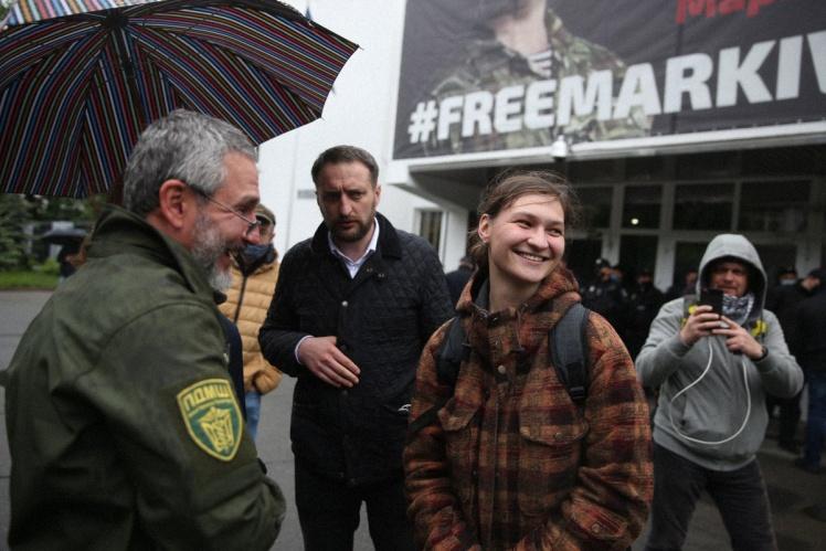 Яна Дугарь під час акції «Авакоff, відкрий докази» біля будівлі МВС у Києві, 28 травня 2020 року.