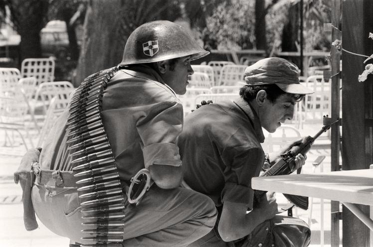 Солдати греків-кіпріотів у бою після турецького вторгнення на Кіпр, 22 липня 1974 року.