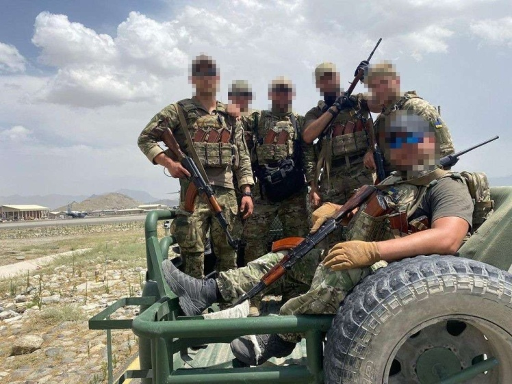Українські спецпризначенці, які рятували людей в Кабулі.