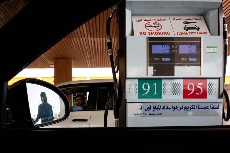 Заправна станція в Ер-Ріяді, з початку пандемії коронавірусу Саудівська Аравія щомісяця оновлює ціни на бензин, 19 травня 2020 року.