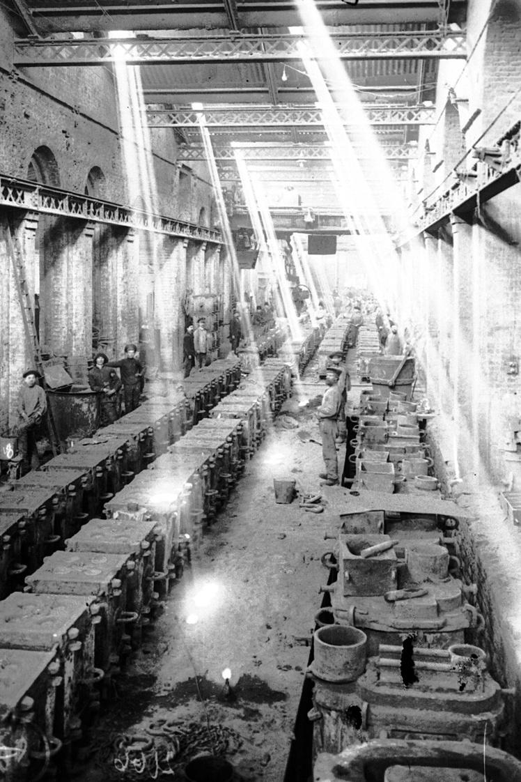 Внутренний вид литейного цеха Сталинского металлургического завода, Сталино (сейчас Донецк), 1928 год.