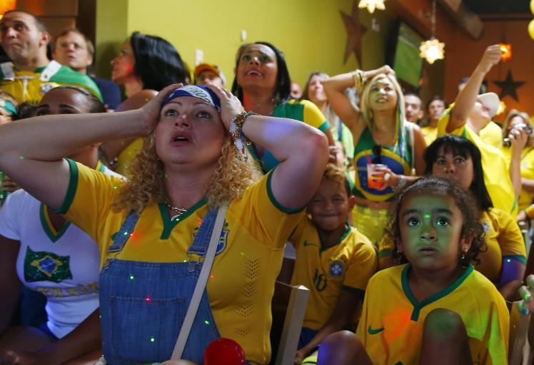 Вболівальники збірної Бразилії в кафе у США під час матчу з Німеччиною на Чемпіонаті світу 2014 року.