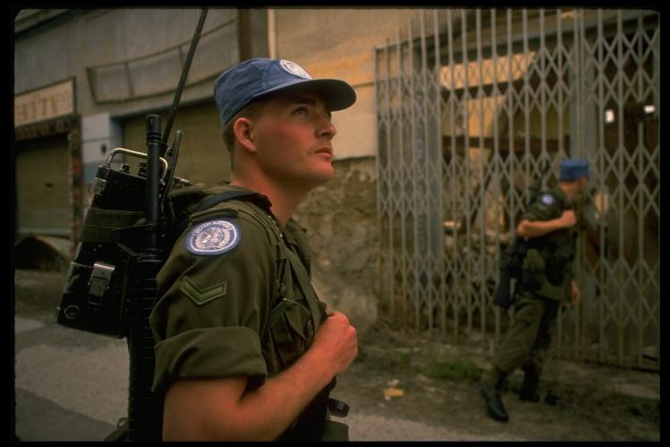 Канадські військові у складі миротворчої місії ООН патрулюють «зелену лінію» на Кіпрі, березень 1989 року.