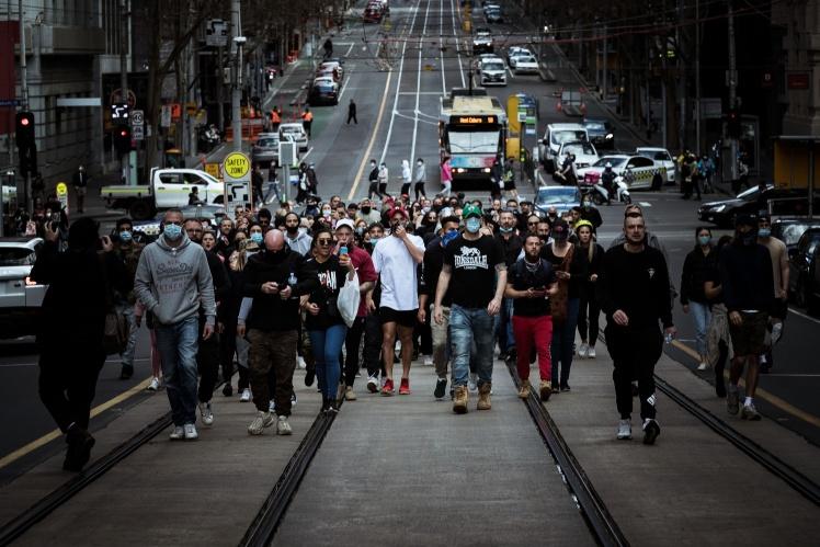 Протестувальники проти жорсткого карантину в Мельбурні організували «вільну прогулянку» містом, 13 вересня 2020 року.