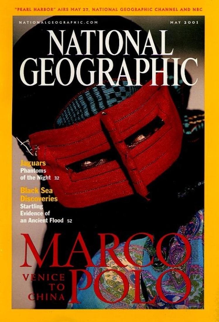 Травень 2001 року. Центральний матеріал номера про маршрут подорожі італійського дослідника Марко Поло з Венеції до Китаю. На фото жіноча маска іранської народності бандар, яку надягають для походу на ринок. Жінку в такій масці міг зустріти ще Марко Поло.