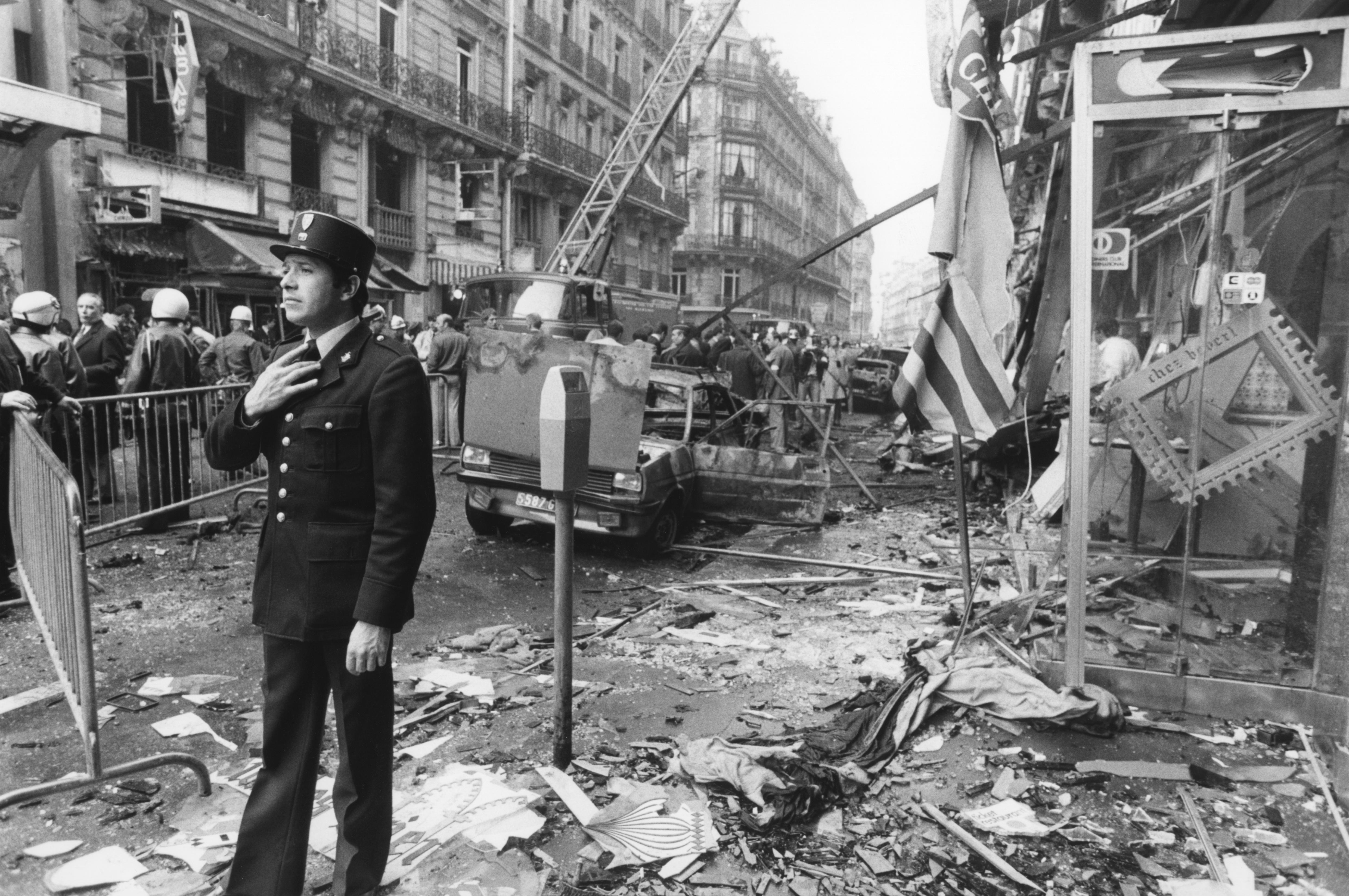 Последствия взрыва под редакцией еженедельника Al Watan al Arabi, 22 апреля 1982 года, Париж, Франция